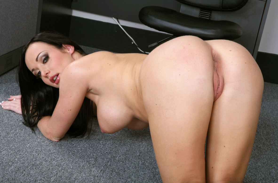 Watch Melissa Lauren and Chris Johnson video in Naughty Office