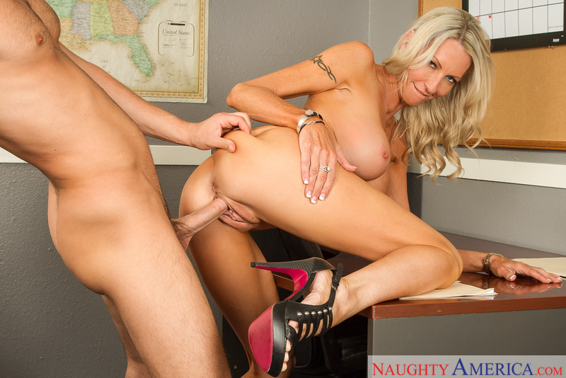 Boss Emma Starr fucking in the chair with her tits - Blowjob