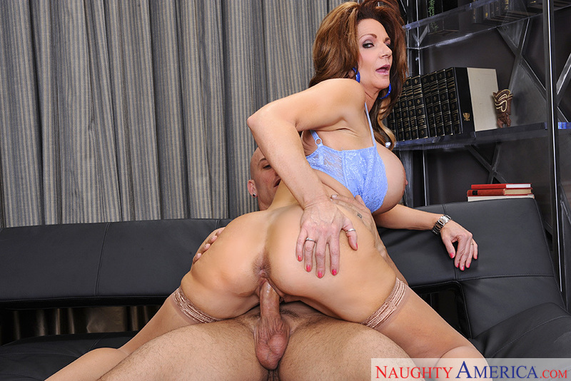 a cougar Deauxma seduced by