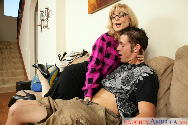 MILF Nina Hartley fucking in the couch with her big ass - Sex Position 1