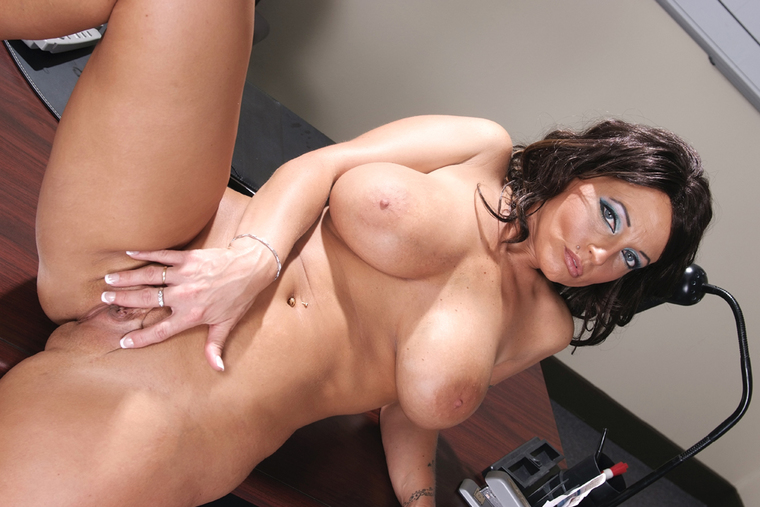 Attractive Cayman Nude Girl Pictures Photos